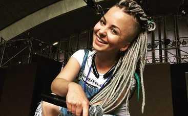 Украинская Леди Гага остановила киевский метрополитен (видео)