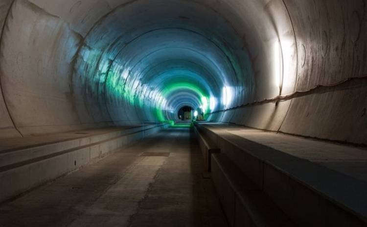 Через самый длинный в мире тоннель прошел первый поезд (фото)