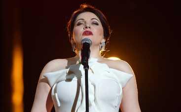 Российская оперная певица опозорилась во время исполнения гимна (видео)
