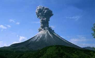 Ситуация с просыпающимся в Италии вулканом становится критической