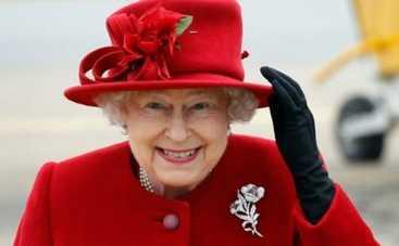 Королева Англии чуть не стала мишенью для собственного охранника