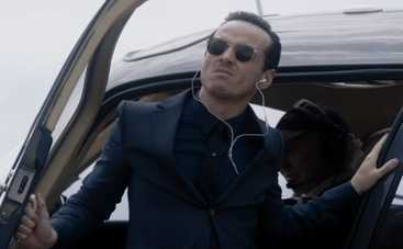 Главный злодей из «Шерлока» поработал на подтанцовке (видео)