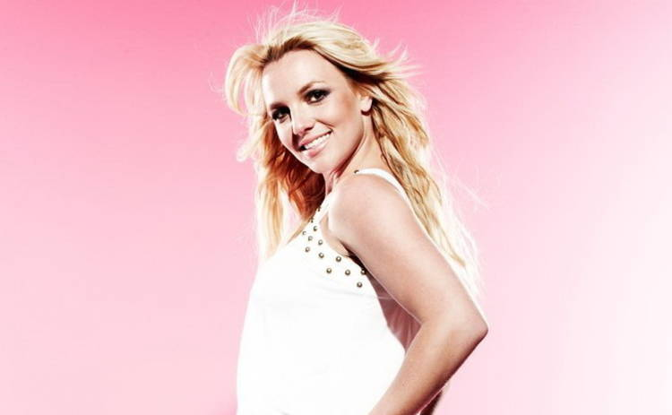 Бритни Спирс сверкнула голой грудью на концерте (видео)