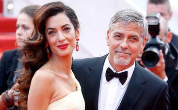 День рождения Амаль Клуни: 5 стильных образов именинницы (фото)