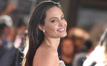 Анджелина Джоли удивила цветом волос (фото)