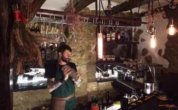 Метлы, травы и Булгаков: в Киеве открылся первый мистический бар