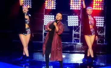 MONATIK в халате представил новую песню (видео)