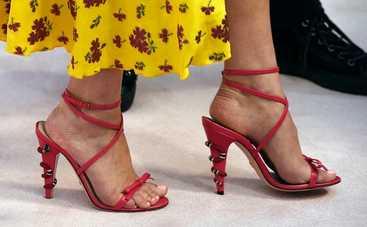 Снимите их немедленно: звезды, которые ненавидят высокие каблуки