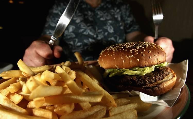 Психологи назвали главную причину переедания