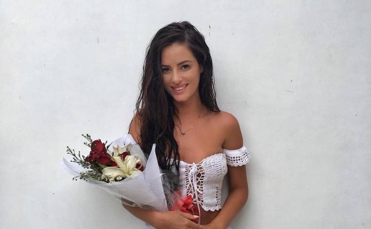 Модель Playboy снялась голой на священной горе (фото)