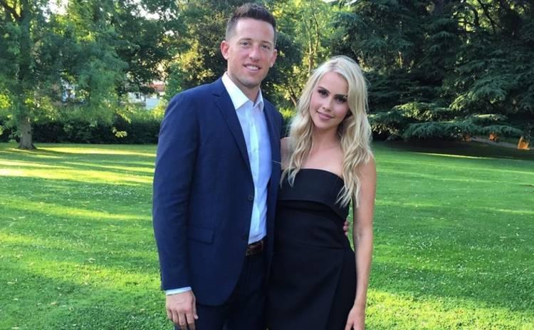Клэр Холт подала на развод за день до годовщины свадьбы