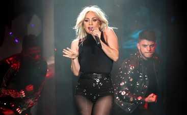 Леди Гага сделала фото топлес для Наоми Кэмпбелл