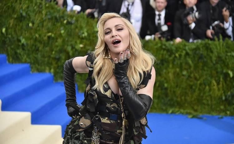 Мадонна использует детей в своих целях (фото)