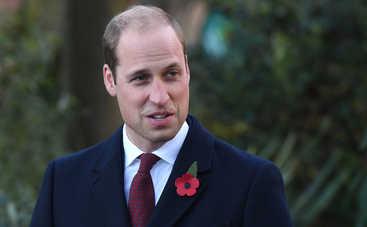 Ага, попался: принц Уильям слился в поцелуе с неизвестной брюнеткой (фото)