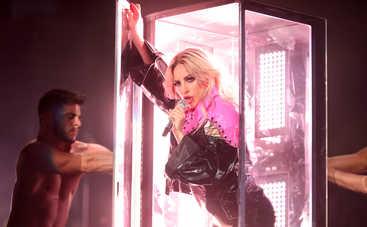 Леди Гага поработала баристой в Starbucks (фото)