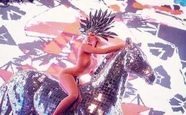 Конь Оли Поляковой стал главным экспонатом фэшн-выставки (фото)