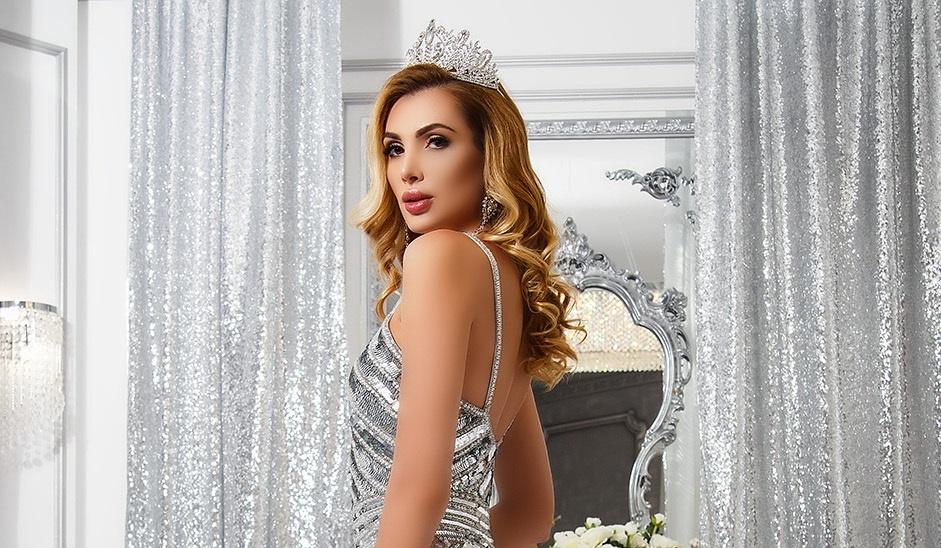 anna-gomonova-poluchila-srazu-dve-korony-konkursa-mrs-earth-2017-foto-1_03