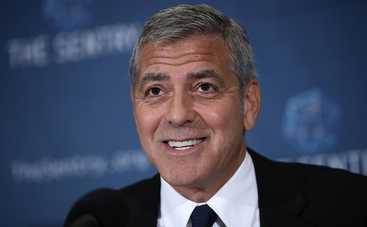 Джордж Клуни впервые появился на публике с детьми (фото)