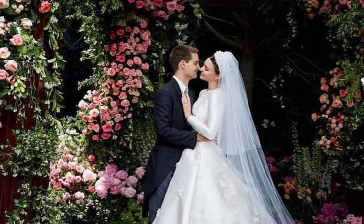 Миранда Керр впервые показала свадебные снимки