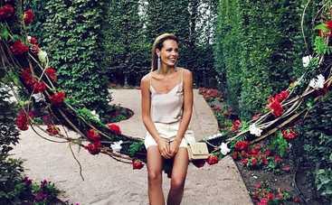 Полуобнаженная Мария Горбань искупалась в фонтане (видео)
