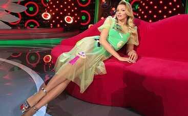 Оля Полякова сверкнула стройными ножками (фото)