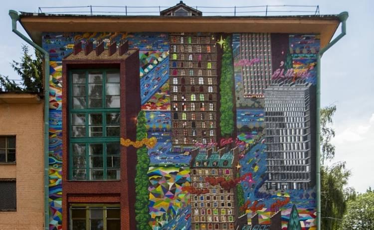 Французский художник Popay создал целый город на стене Черниговской школы