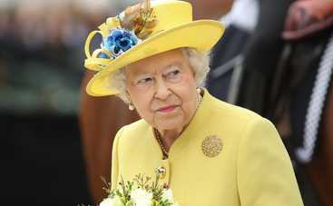 СМИ выяснили, сколько раз в день королева Англии прикладывается к стакану
