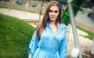 Слава Каминская похвасталась грудью в кружевном белье (фото)
