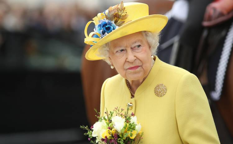 Раскрыт секрет ярких нарядов королевы Елизаветы II