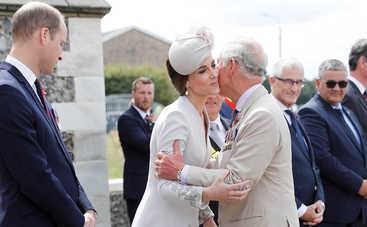 Стало известно, почему королевская семья не дает автографы