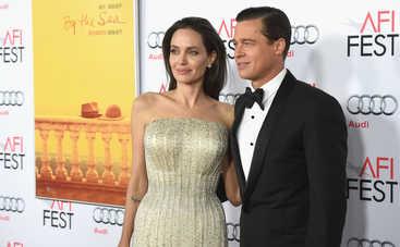 На Анджелину Джоли и Брэда Питта подали в суд