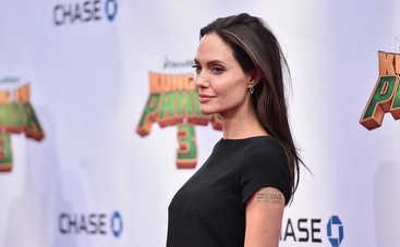 Анджелина Джоли призналась, что плачет, стоя под душем