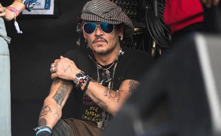 Джонни Депп устроил пиратскую вечеринку в детской больнице