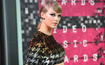 Тейлор Свифт вызвала панику у фанатов