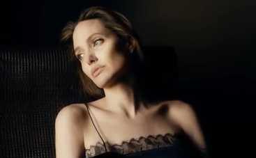 Анджелина Джоли доводит себя до бедности