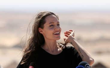 Почему Анджелина Джоли отказывается от секса?