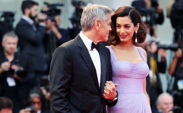 Амаль Клуни вышла из декрета через 3 месяца после родов