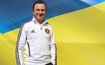 Виктор Павлик носит Дашу Астафьеву на руках