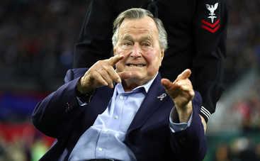 Джорджа Буша-старшего обвинили в многочисленных сексуальных домогательствах