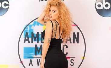 Леди Гага голой поскакала на коне