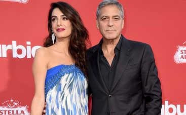Джордж и Амаль Клуни сделали в самолете кое-что неожиданное