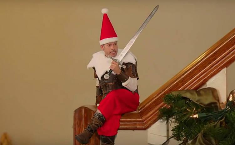 Актер «Игры престолов» высмеял сериал в рождественском ролике