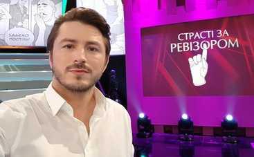 В наморднике и молча: Сергей Притула показал, как ведет себя на работе