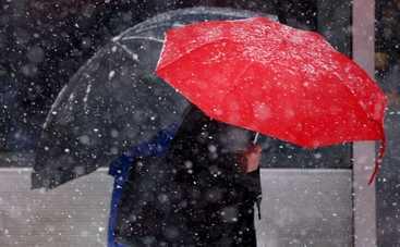 В пятницу украинцев ждет мокрая, но теплая погода