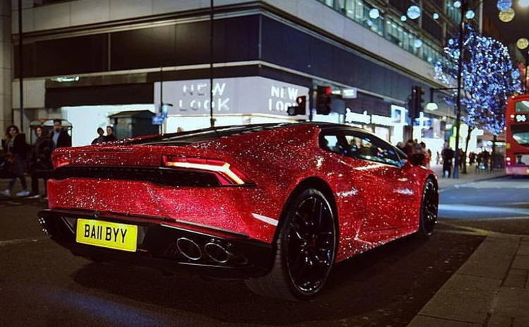 В Лондоне девушка «одела» свое авто в 1,3 миллиона кристаллов Swarovski