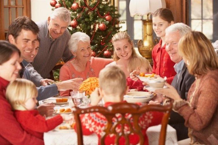 bld022794-family-christmas-dinner1_754x503
