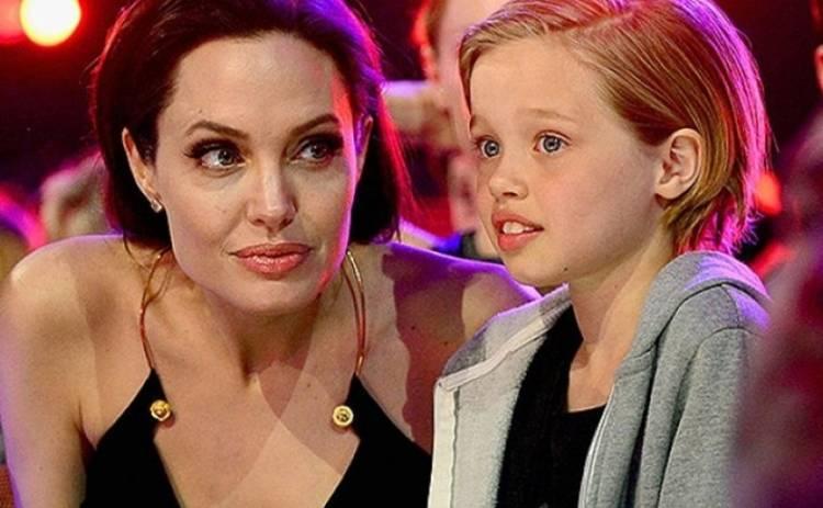 Дочь Анджелины Джоли и Брэда Питта серьезно травмировалась
