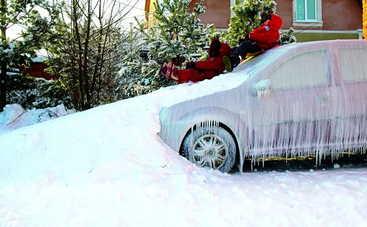 Как легко очистить свой автомобиль от льда и снега