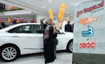 В Саудовской Аравии открылся первый автосалон для женщин