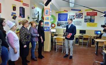 Владимир Остапчук проинспектировал студию «Сніданку з 1+1»